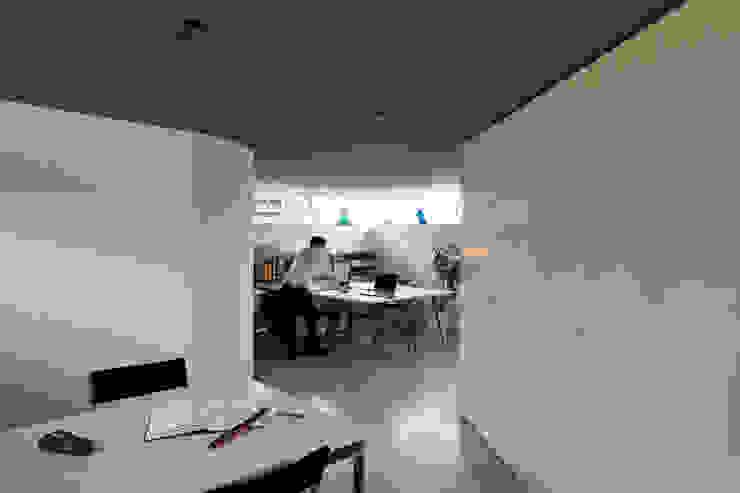 Ruang Studi/Kantor Minimalis Oleh 桑原茂建築設計事務所 / Shigeru Kuwahara Architects Minimalis