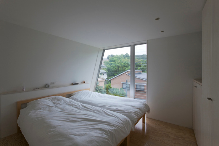 Kamar Tidur Minimalis Oleh 桑原茂建築設計事務所 / Shigeru Kuwahara Architects Minimalis
