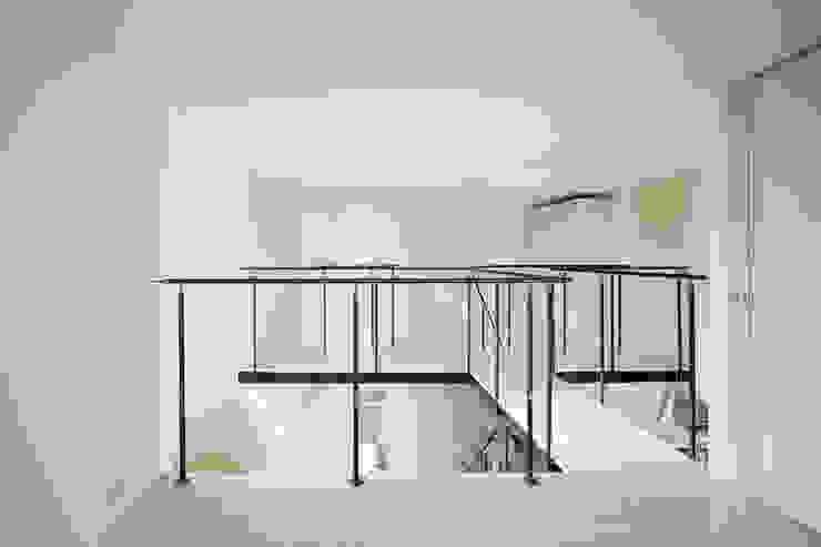 Koridor & Tangga Minimalis Oleh 桑原茂建築設計事務所 / Shigeru Kuwahara Architects Minimalis