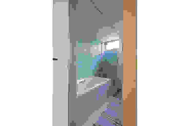 Kamar Mandi Minimalis Oleh 桑原茂建築設計事務所 / Shigeru Kuwahara Architects Minimalis