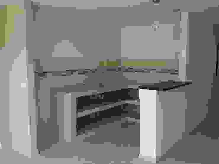 Kitchen by EcoDESING S.A.S DISEÑO DE ESPACIOS CON INGENIO,