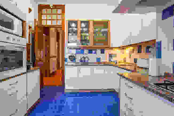 Apartamento Alma Lusa, uma casa portuguesa, com certeza!: Cozinhas  por alma portuguesa