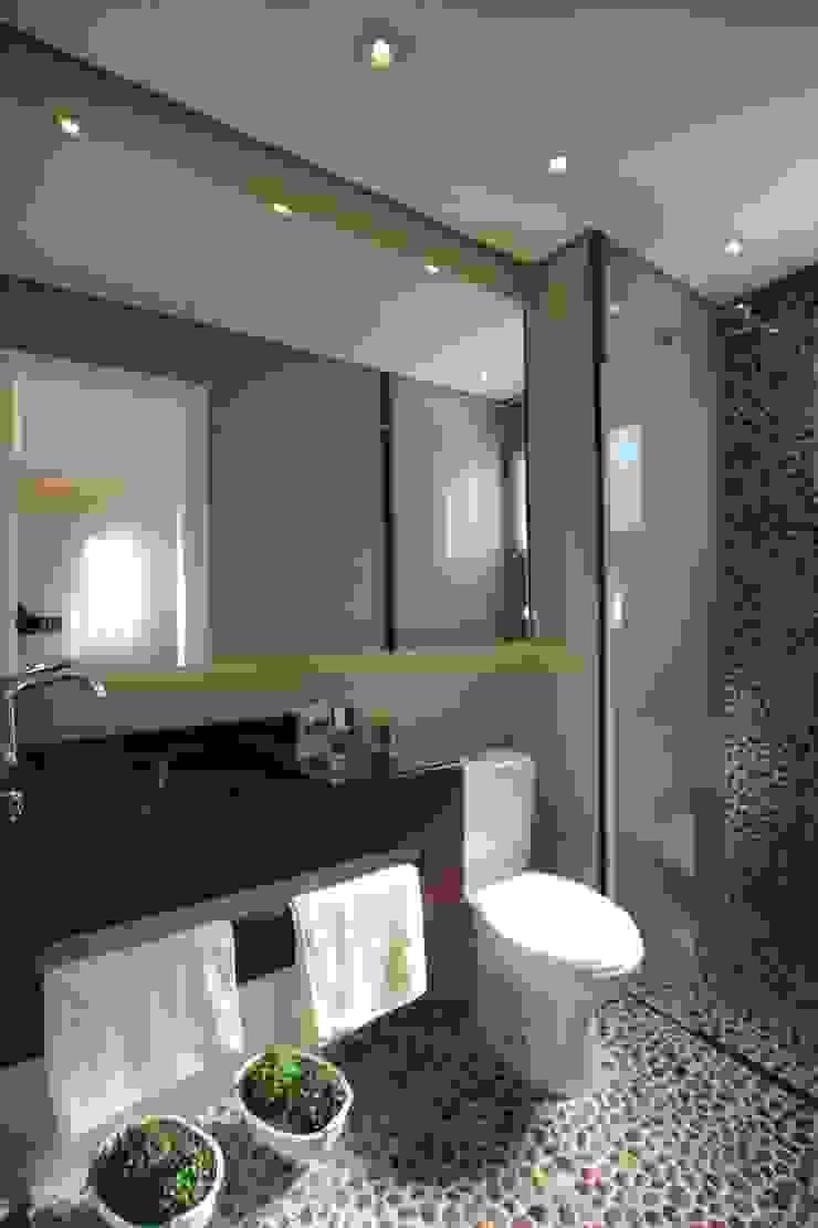 Baños de estilo moderno de Pricila Dalzochio Arquitetura e Interiores Moderno