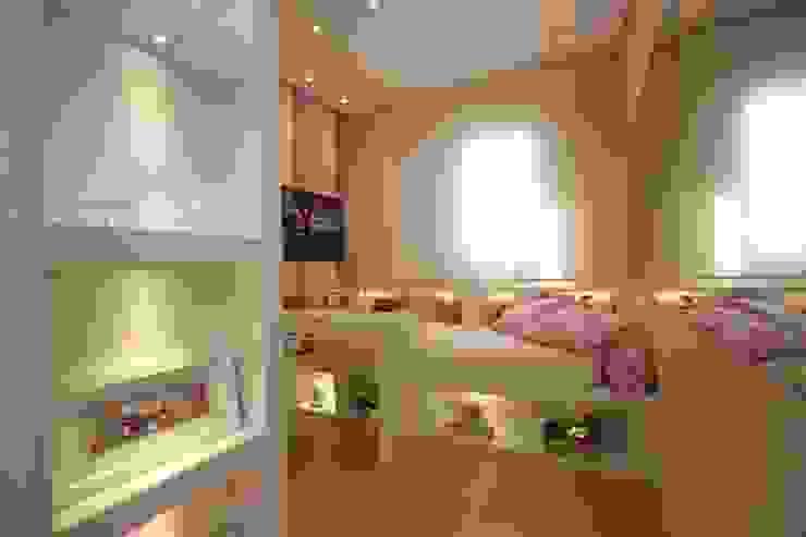 Dormitorios infantiles modernos: de Pricila Dalzochio Arquitetura e Interiores Moderno