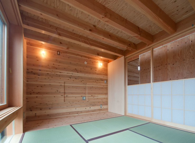 Salas multimedia de estilo rústico de FrameWork設計事務所 Rústico