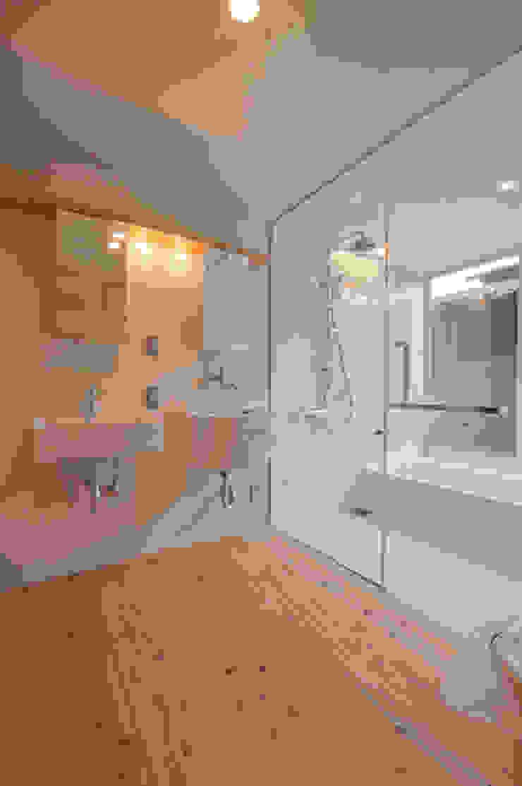 Baños de estilo rústico de FrameWork設計事務所 Rústico