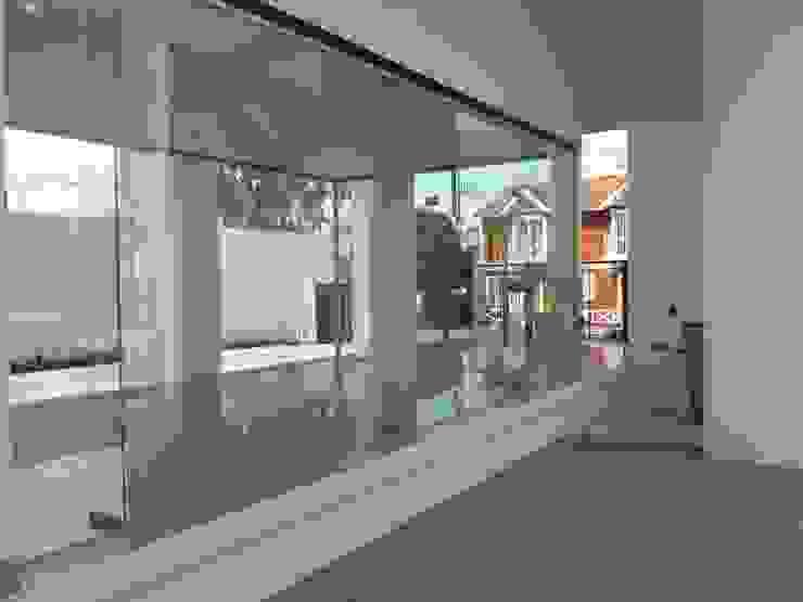 Rumah Minimalis Oleh VETROLUX ABERTURAS Minimalis