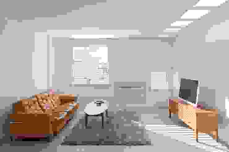 Minimalist living room by RM arquitectura Minimalist