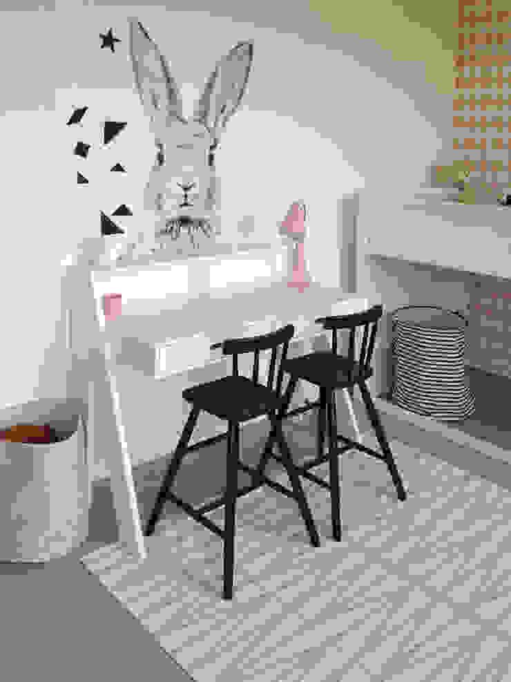 meidenkamers – girlsrooms: modern  door Kinderkamervintage, Modern