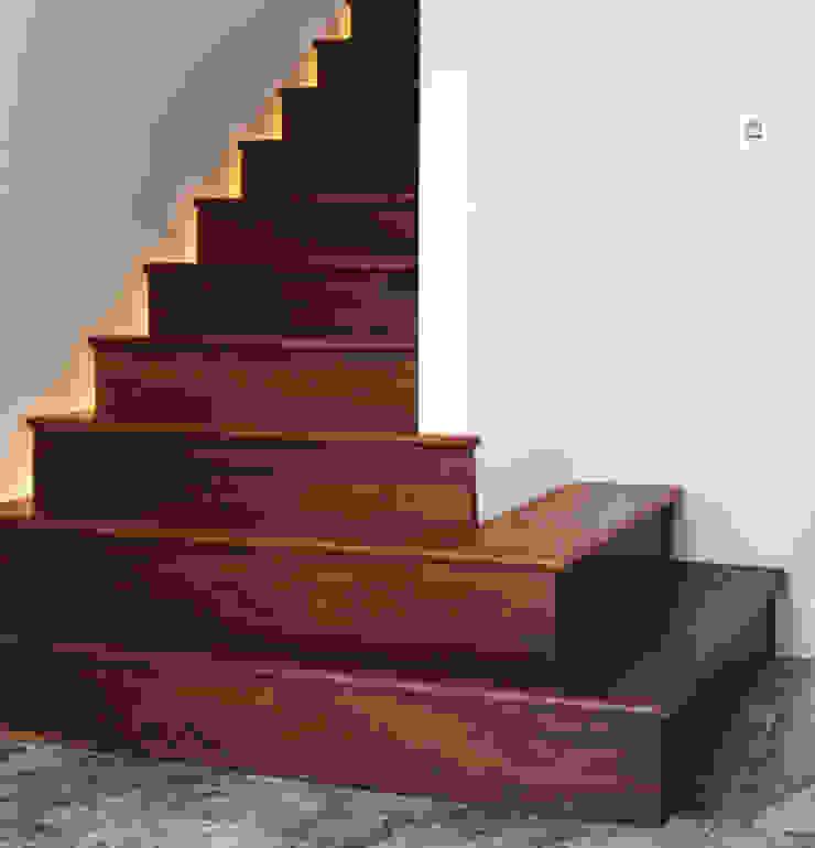 Modern fun house is children's favourite Des Ewing Residential Architects Modern corridor, hallway & stairs