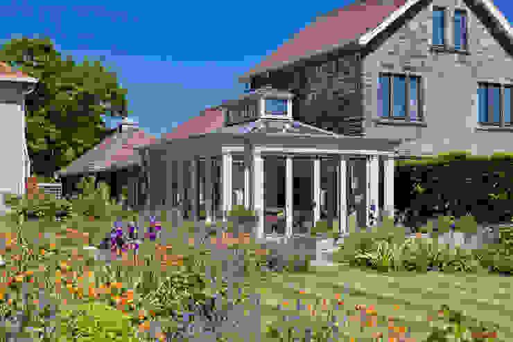 Conservatory with Bronze Casement Windows on a Period Farmhouse Konservatori Klasik Oleh Vale Garden Houses Klasik Kayu Wood effect