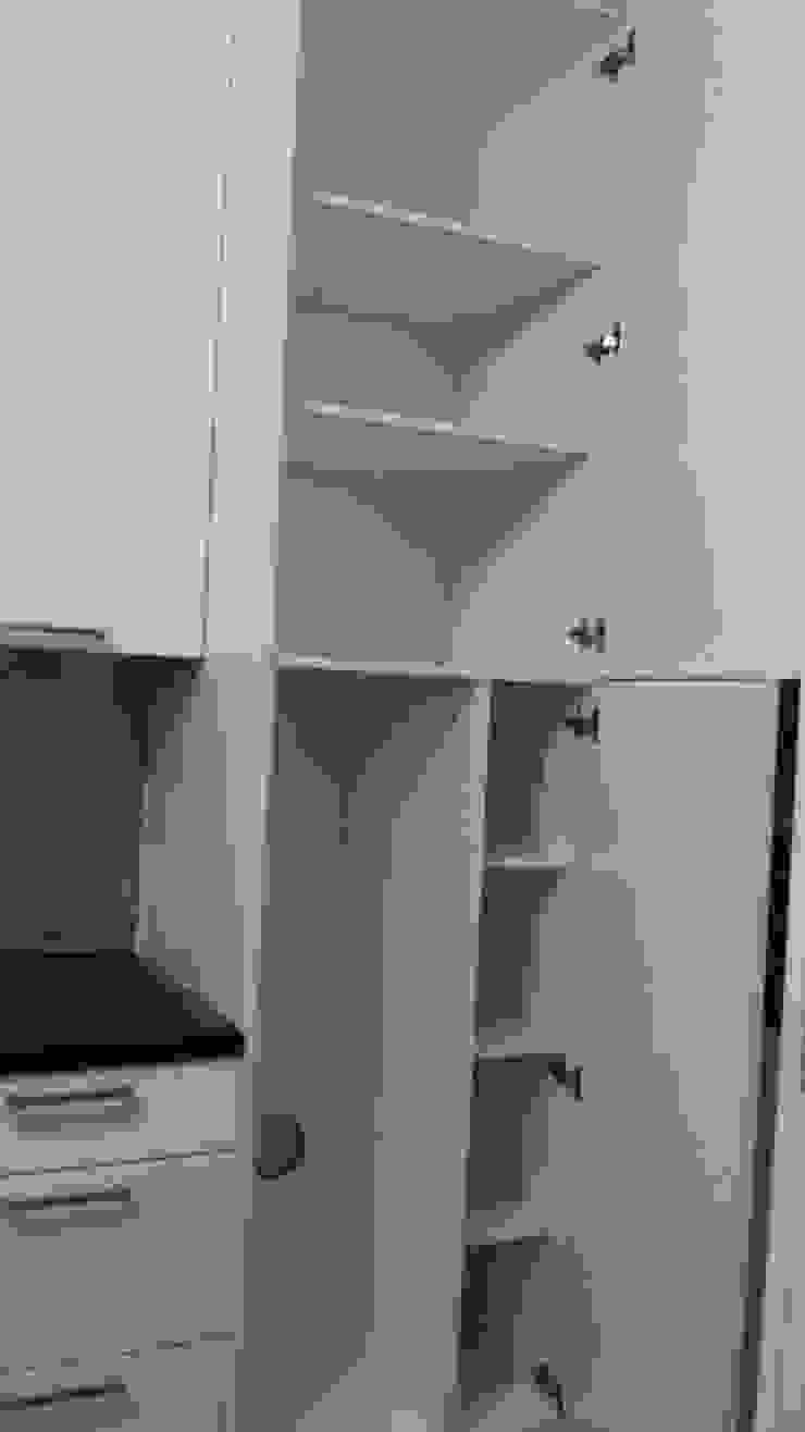 Fornecimento e montagem de cozinha com eletrodomésticos incluídos de Atádega Sociedade de Construções, Lda Moderno