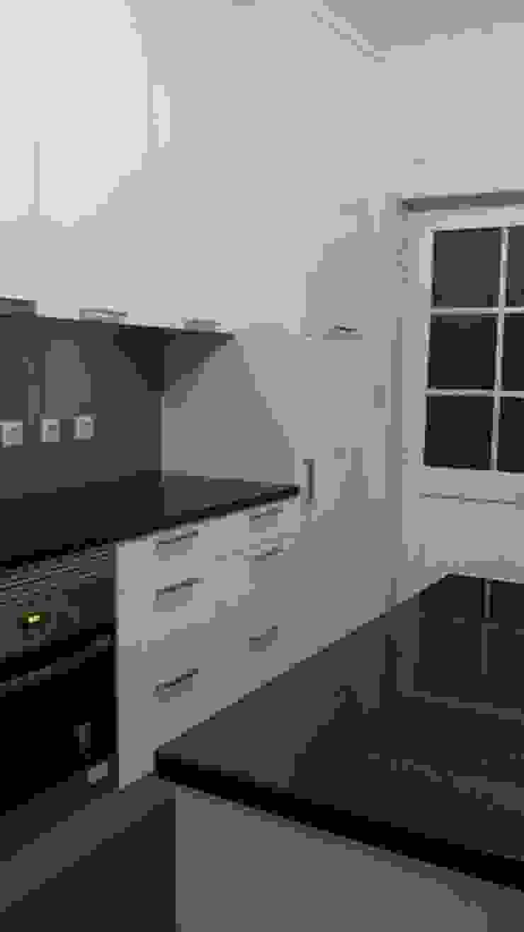 Fornecimento e montagem de cozinha com eletrodomésticos incluídos Cocinas modernas de Atádega Sociedade de Construções, Lda Moderno