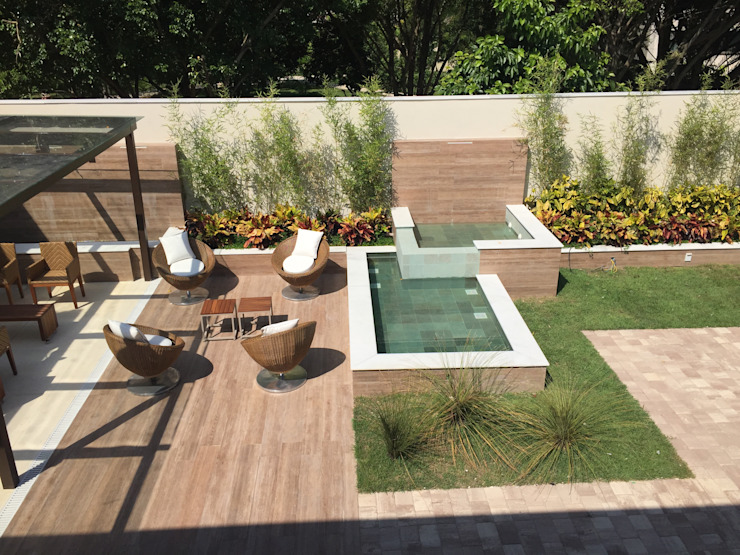 Tropical style gardens by GEA Arquitetura Tropical