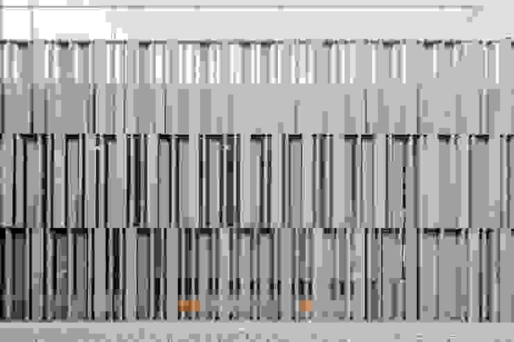 Remodelación y conversión de casa a corporativo de Alvaro Moragrega / arquitecto Moderno Piedra