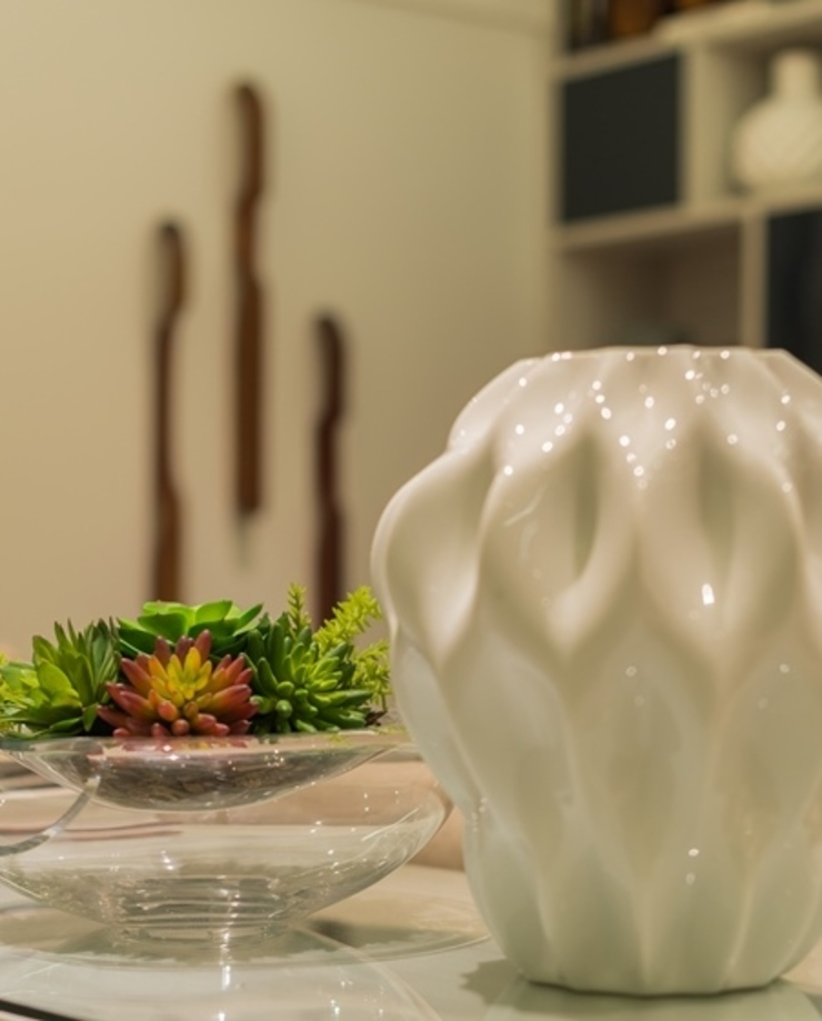 di Renata Matos Arquitetura & Business Moderno Ceramica