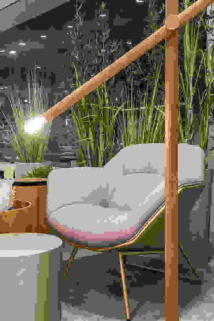 de Renata Matos Arquitetura & Business Moderno Madera Acabado en madera