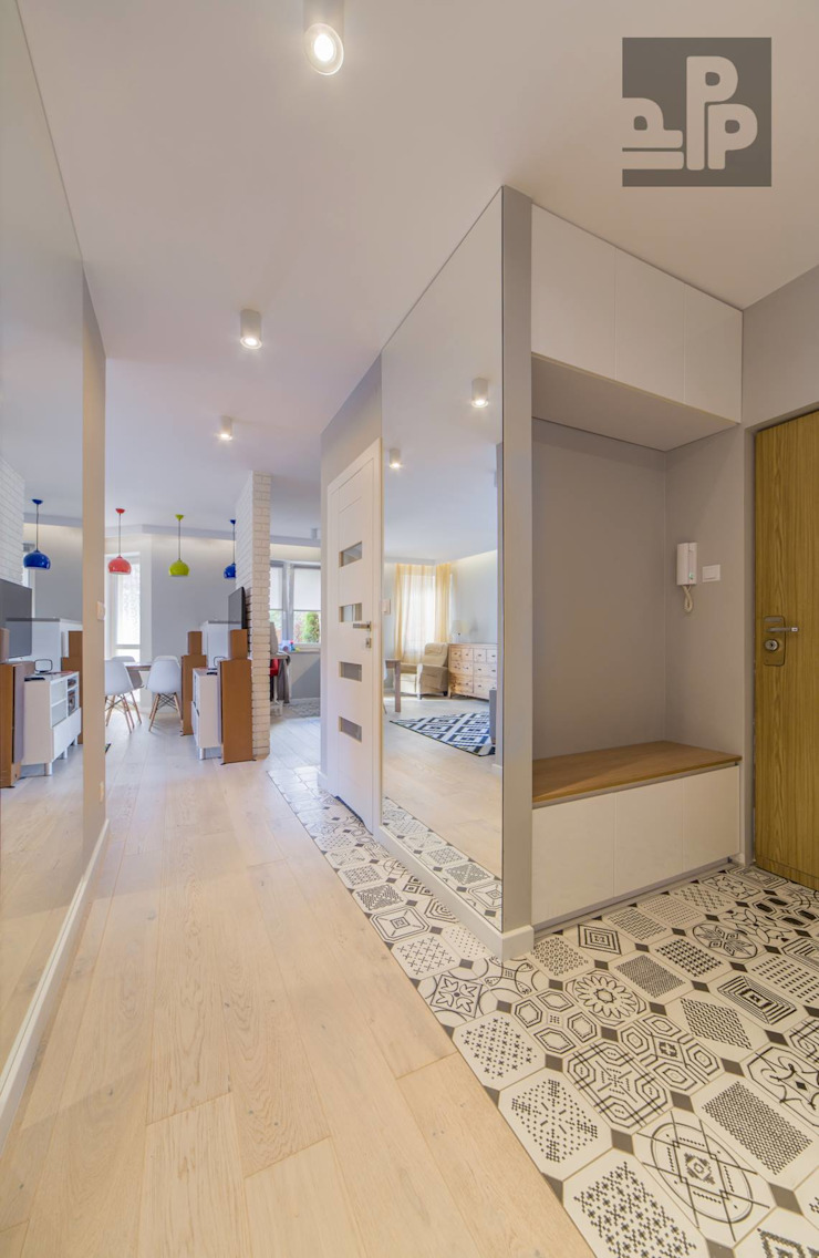 Couloir, entrée, escaliers scandinaves par Pogotowie Projektowe Aleksandra Michalak Scandinave