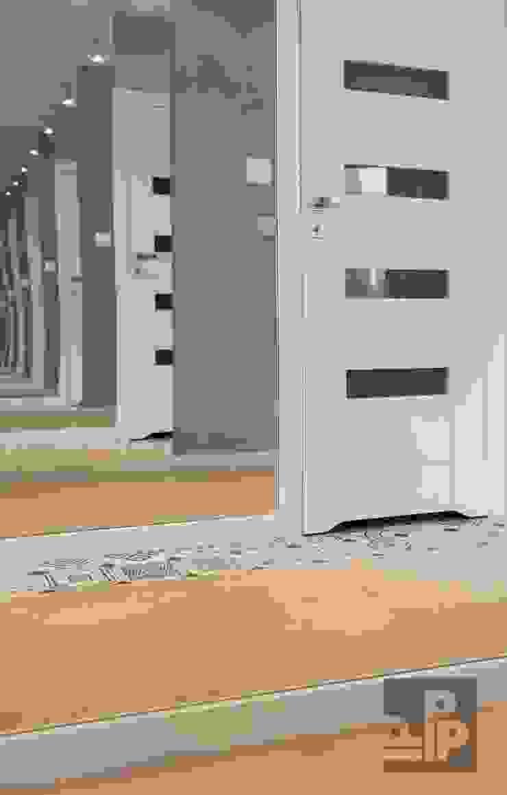 Pogotowie Projektowe Aleksandra Michalak Ingresso, Corridoio & Scale in stile scandinavo