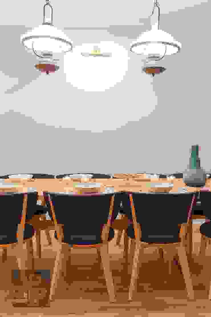 Salle à manger originale par Pogotowie Projektowe Aleksandra Michalak Éclectique