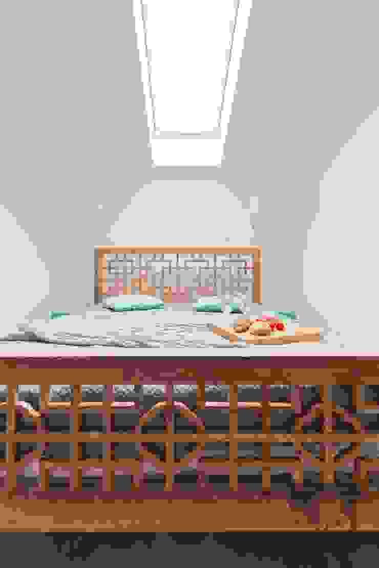 Chambre originale par Pogotowie Projektowe Aleksandra Michalak Éclectique