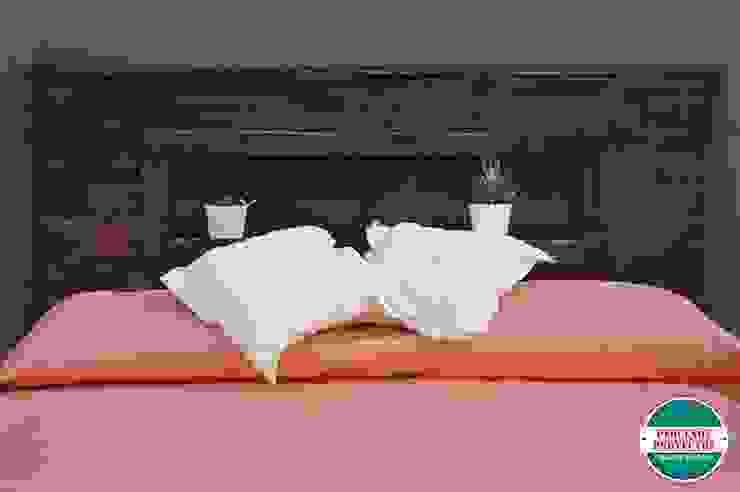 RESPALDO DE CAMA: Dormitorios de estilo  por Pequeños Proyectos