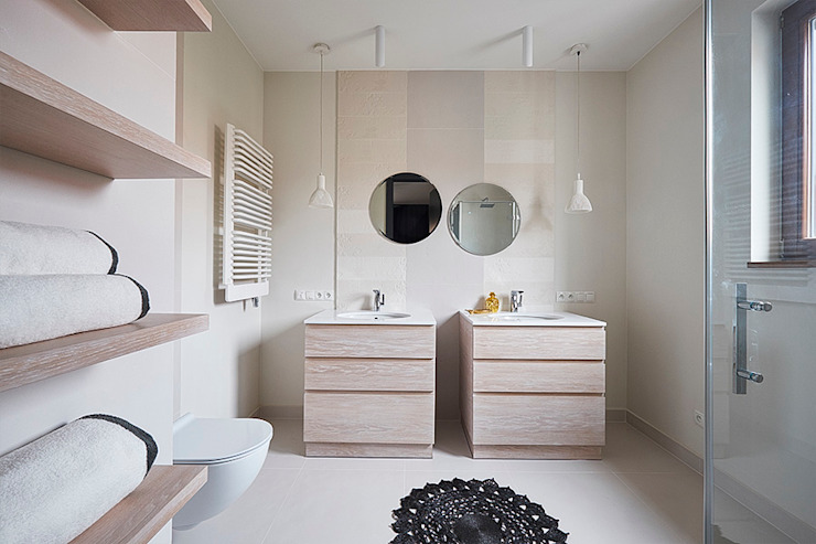 Baños de estilo escandinavo de Pracownia Projektowa Hanna Kłyk Escandinavo