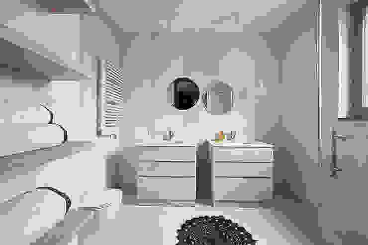 Salle de bain scandinave par Pracownia Projektowa Hanna Kłyk Scandinave