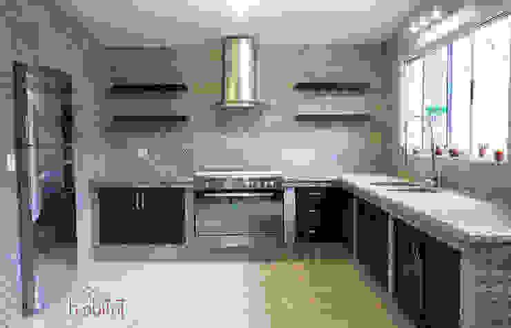 Cocina Moderna con azulejo Vintage: Cocinas de estilo  por H-abitat Diseño & Interiores