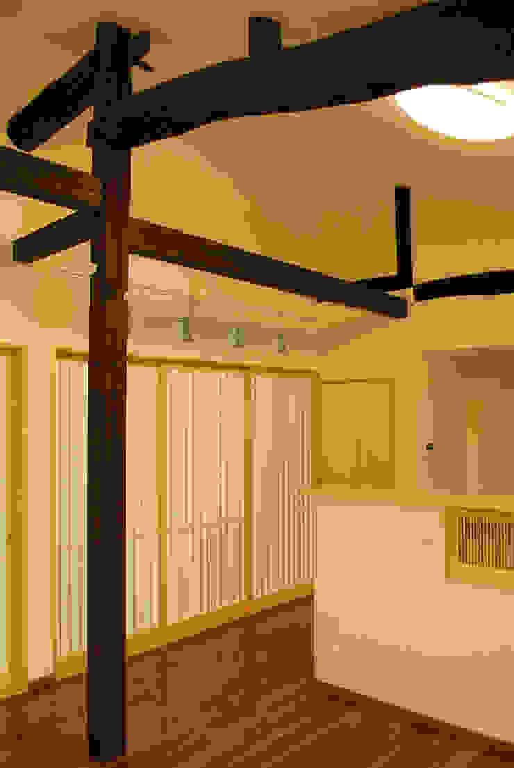 西川真悟建築設計 Livings de estilo asiático Madera