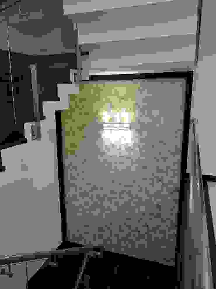Stairway Modern corridor, hallway & stairs by Hasta architects Modern