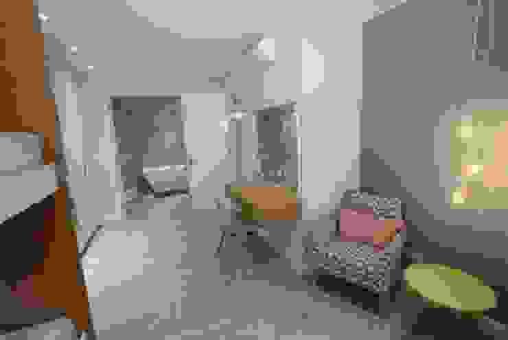 Chambre moderne par BHD Interiors Moderne