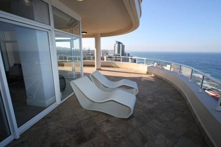 Balcones y terrazas de estilo moderno de BHD Interiors Moderno