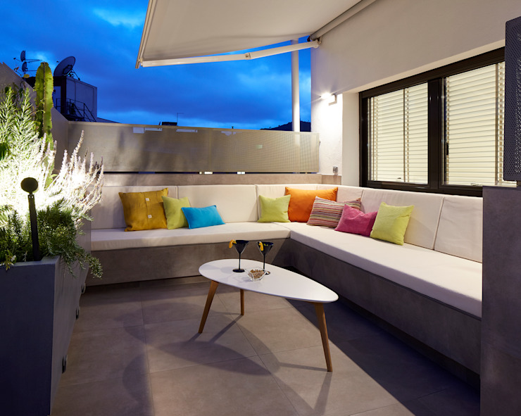 Modern style balcony, porch & terrace by Molins Design Modern