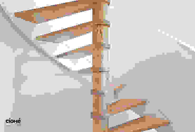 Private residence Minimalistische gangen, hallen & trappenhuizen van CioMé Minimalistisch