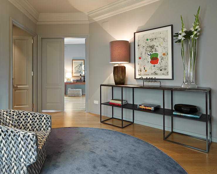 Molins Design Classic style corridor, hallway and stairs