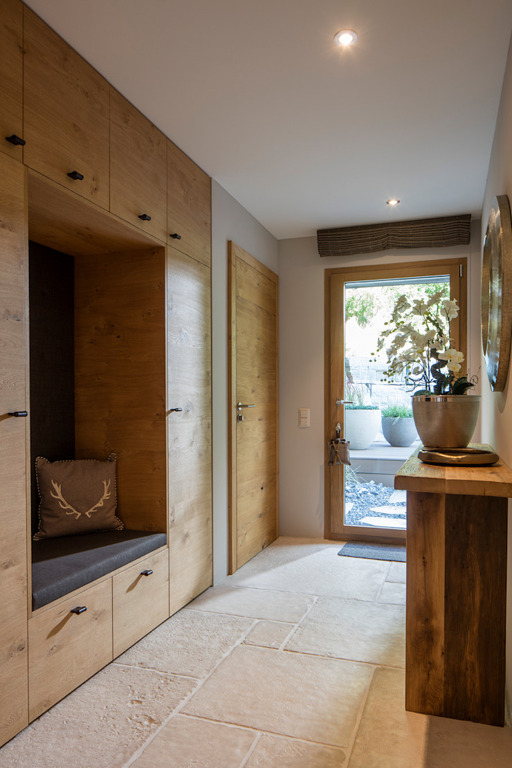 BAUR WohnFaszination GmbH Modern Corridor, Hallway and Staircase Wood Brown