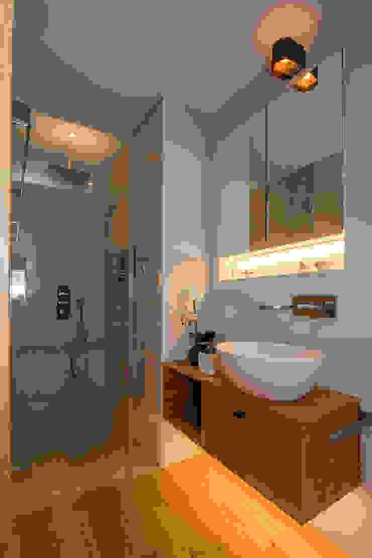 BAUR WohnFaszination GmbH Modern bathroom Wood