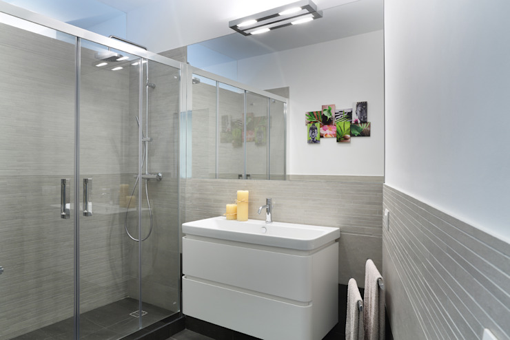 Minimalist style bathroom by studio ferlazzo natoli Minimalist
