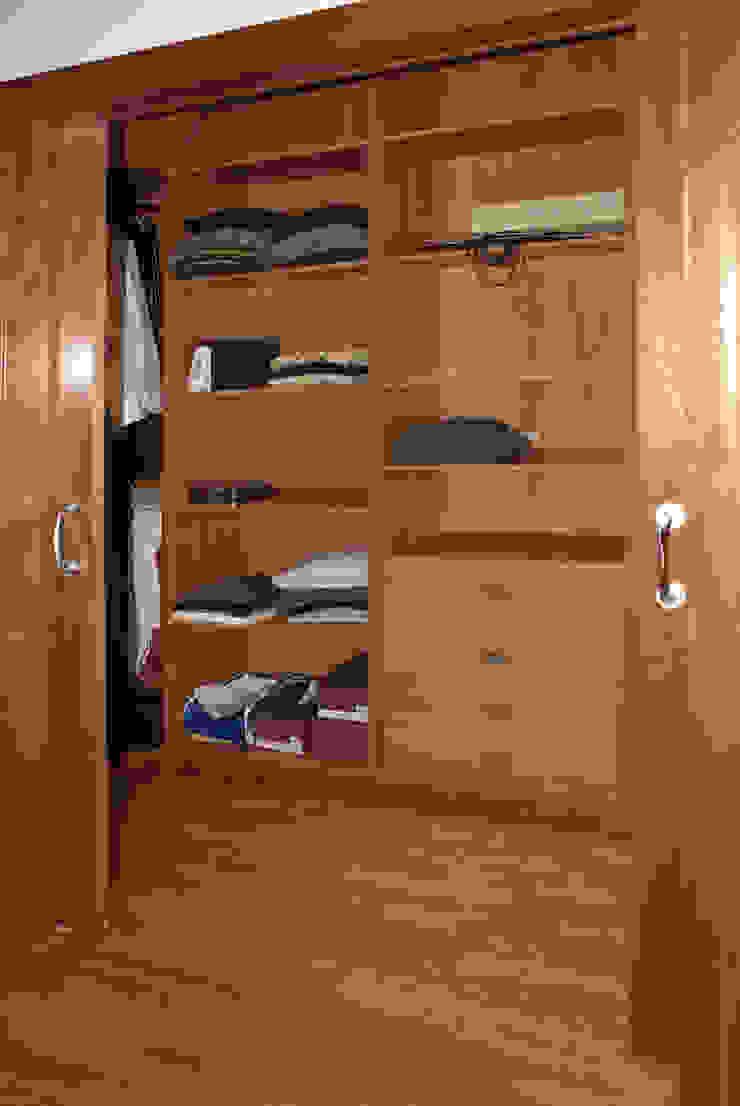 Mediterranean style dressing room by RIBA MASSANELL S.L. Mediterranean Wood Wood effect