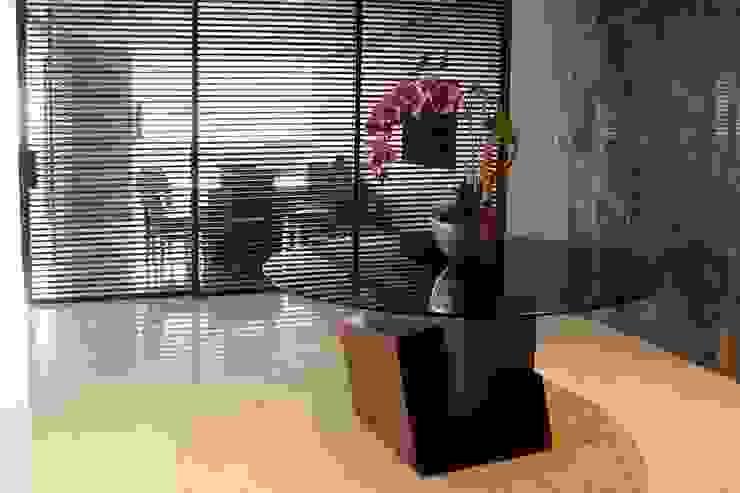 Pasillos, vestíbulos y escaleras modernos de Concepto Taller de Arquitectura Moderno