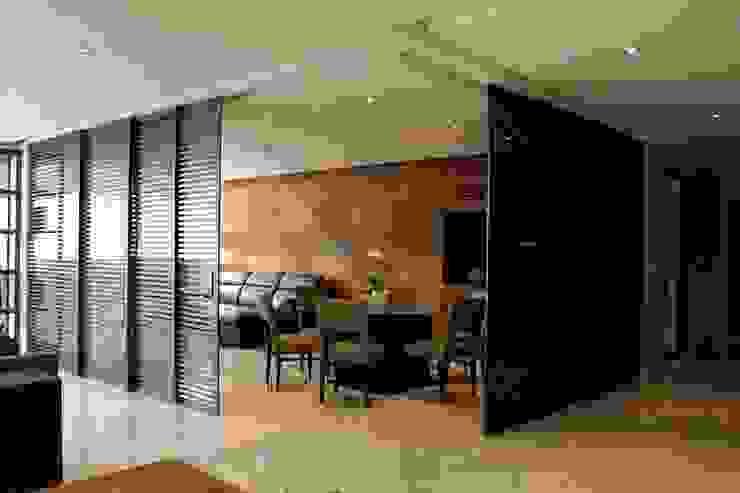 Concepto Taller de Arquitectura หน้าต่างและประตูประตู