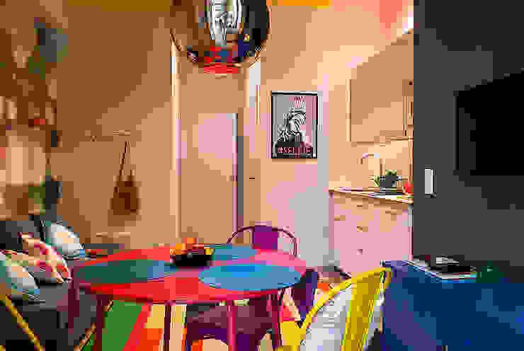 Finchstudio Pasillos, vestíbulos y escaleras de estilo moderno Multicolor