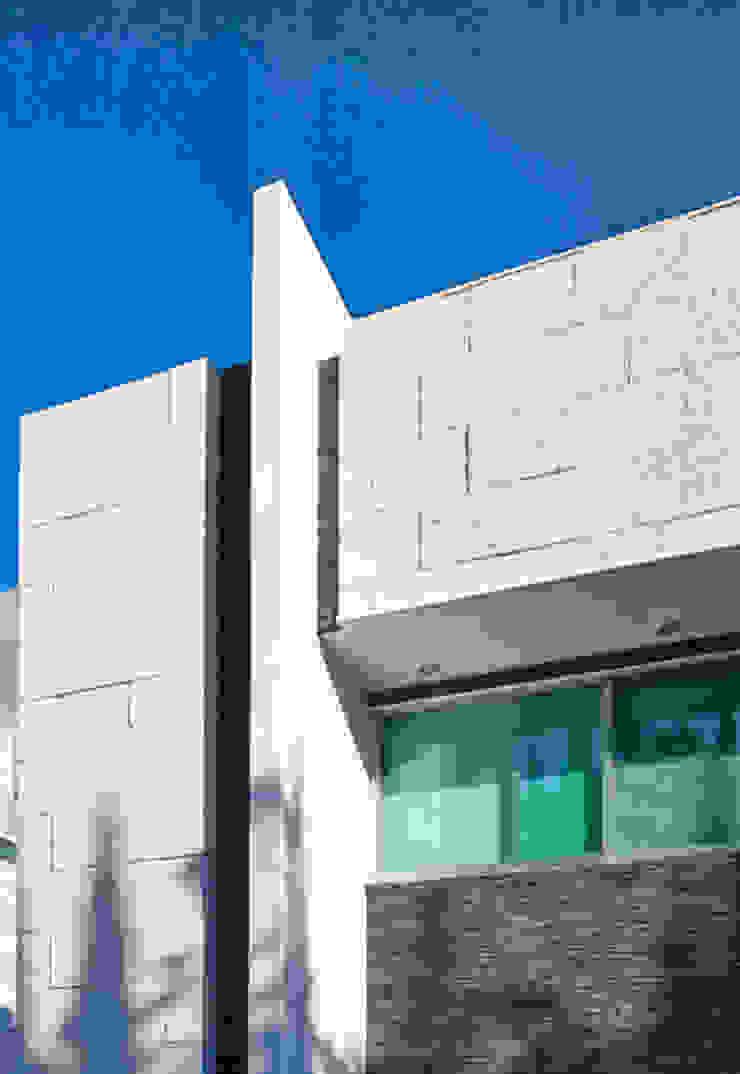 FACHADA DE PIEDRA Casas modernas de Excelencia en Diseño Moderno Piedra