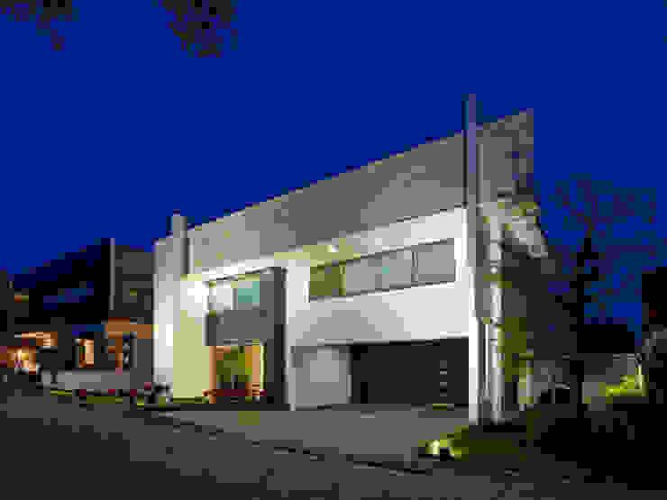IMAGEN DE FACHADA Casas modernas de Excelencia en Diseño Moderno Piedra