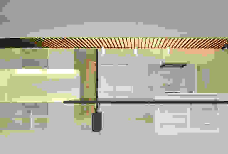 門一級建築士事務所 Salas de jantar modernas Madeira Acabamento em madeira