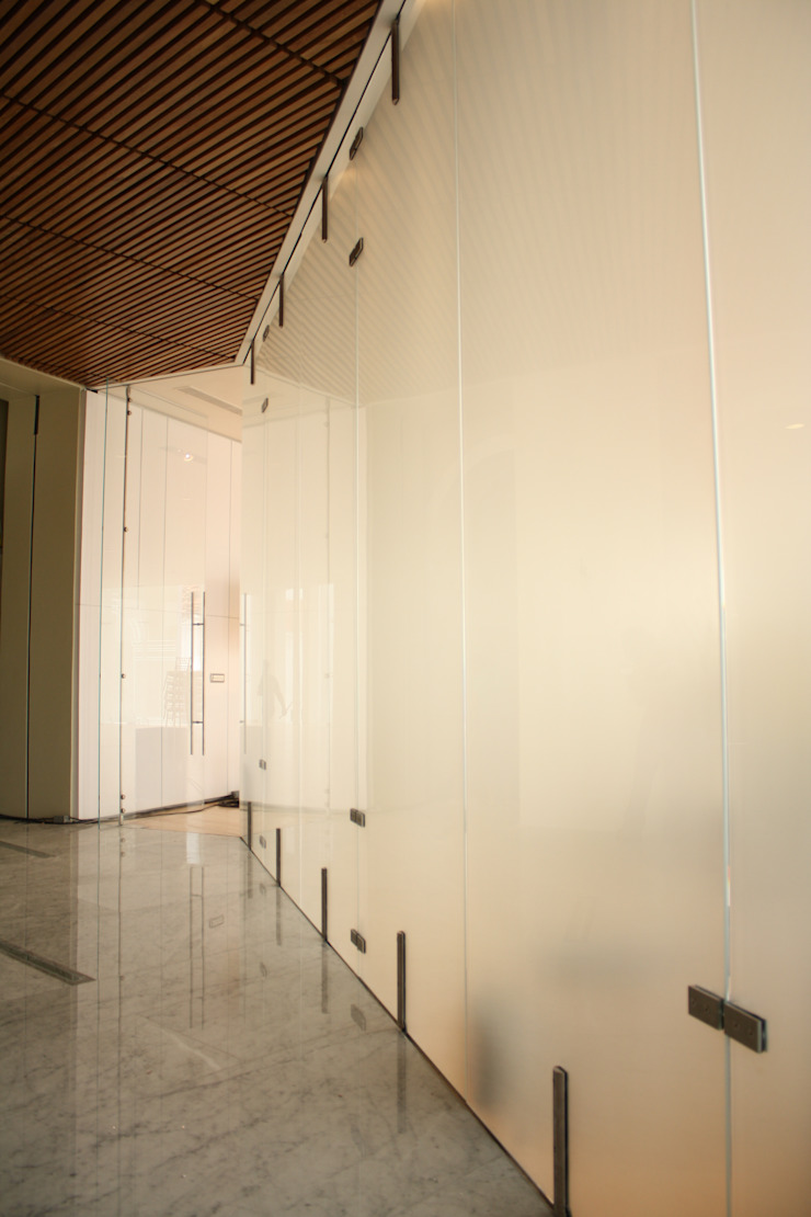 PLAZA BICENTENARIO Centros de exposiciones de estilo moderno de Templarq S.A de C.V Moderno