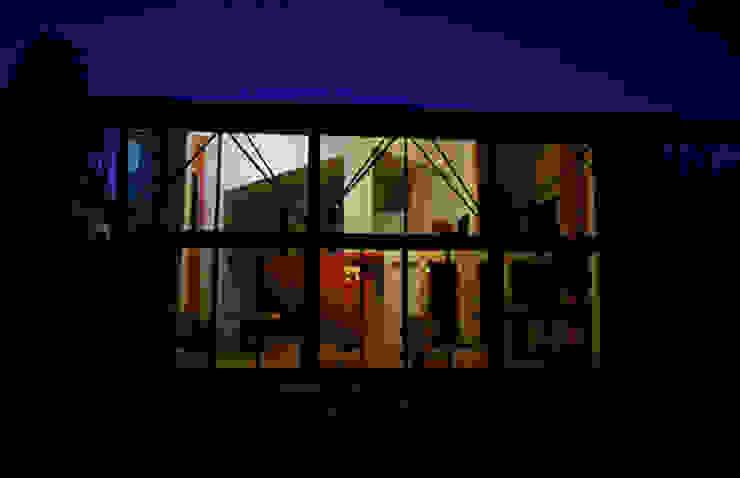 Vista nocturna de Villa Casas modernas de PRISMA ARQUITECTOS Moderno Ladrillos