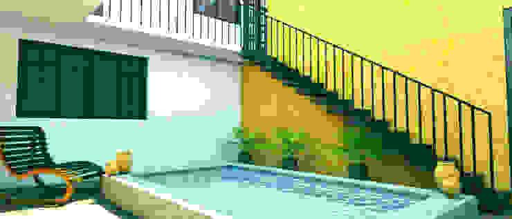 Interior poza en patio central Casas rústicas de PRISMA ARQUITECTOS Rústico Ladrillos