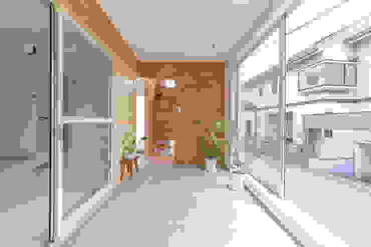 Modern Conservatory by 水石浩太建築設計室/ MIZUISHI Architect Atelier Modern